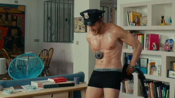 The boxer-black Calvin Klein Grégory Van Huffel (as Philippe Lacheau) in the film Alibi.com - Movie Outfits and Products