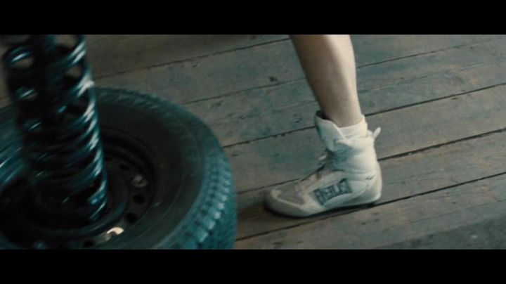The boxing shoes Everlast of Vinny Pazienza (Miles Teller in Bleed for This - Movie Outfits and Products