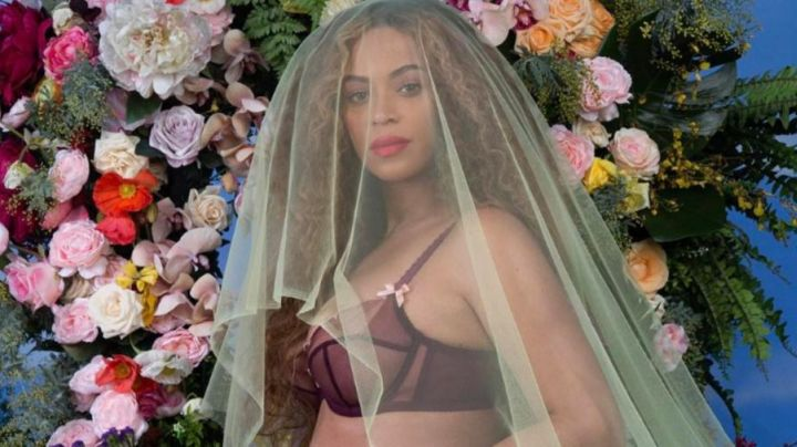 The bra of Beyoncé for the photo pregnant twins
