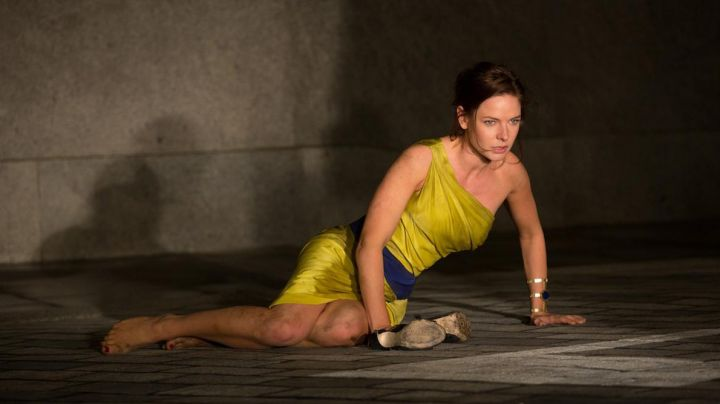 The bracelet Isharya of Ilsa Faust (Rebecca Ferguson) in Mission : Impossible - Rogue Nation movie