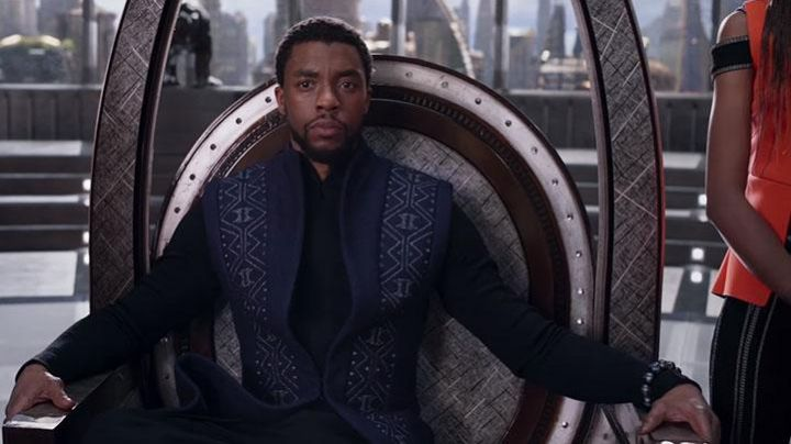 The bracelet Kimoyo You Challa (Chadwick Boseman) in a Black Panther - Movie Outfits and Products