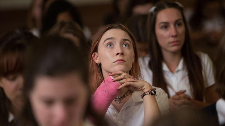 The bracelet Yin and Yang of Christine McPherson (Saoirse Ronan) in Lady Bird - Movie Outfits and Products