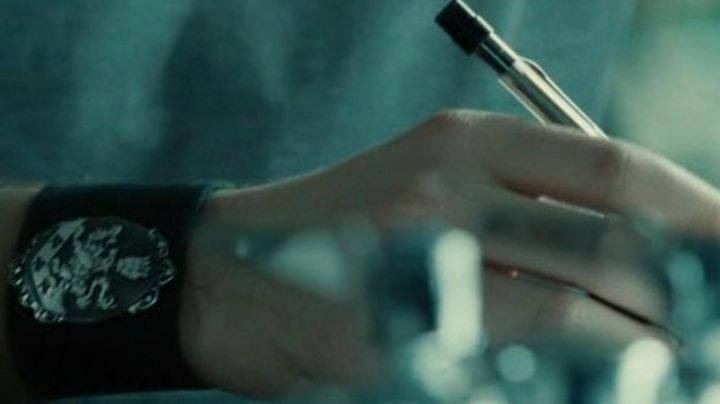 The bracelet from the strength of Edward Cullen (Robert Pattinson) in Twilight