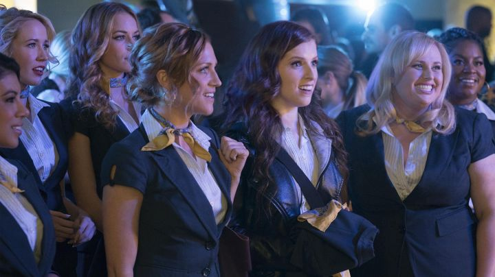 The brand Brook Brothers scarf worn by the Bellas in Pitch Perfect 3 - Movie Outfits and Products