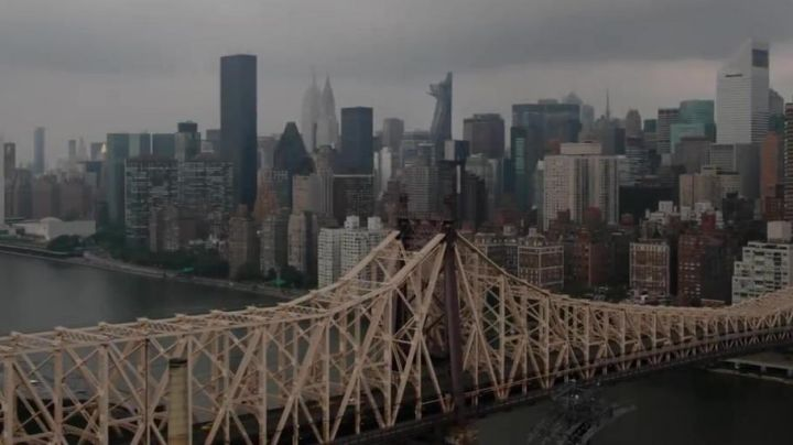 The bridge in New Orleans in Avengers : Infinity War - Movie Outfits and Products