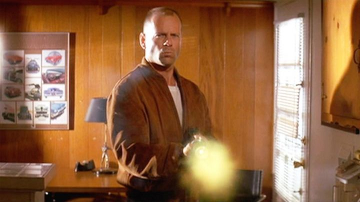 The brown jacket suede of Butch (Bruce Willis) in Pulp Fiction - Movie Outfits and Products