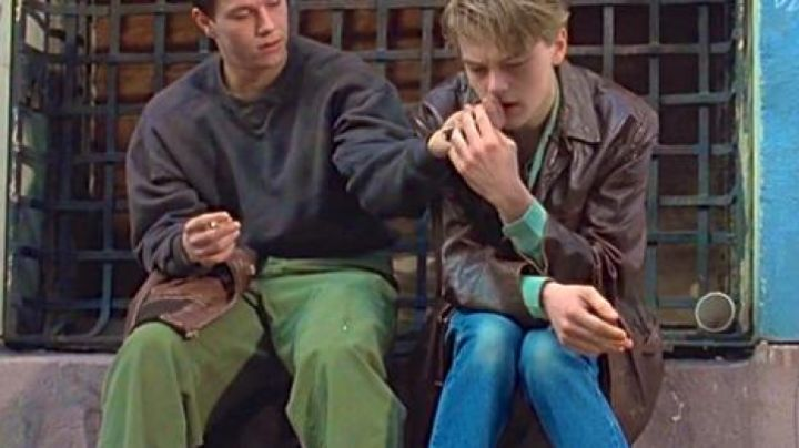 """Fashion Trends 2021: The brown leather jacket Leonardo DiCaprio in The Basketball Diaries, """"evicted from home"""""""