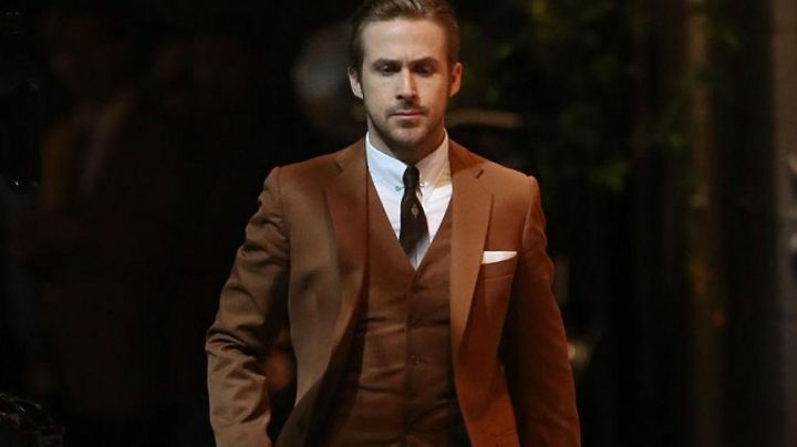 The brown suit of Sebastian (Ryan Gosling) in the The Land