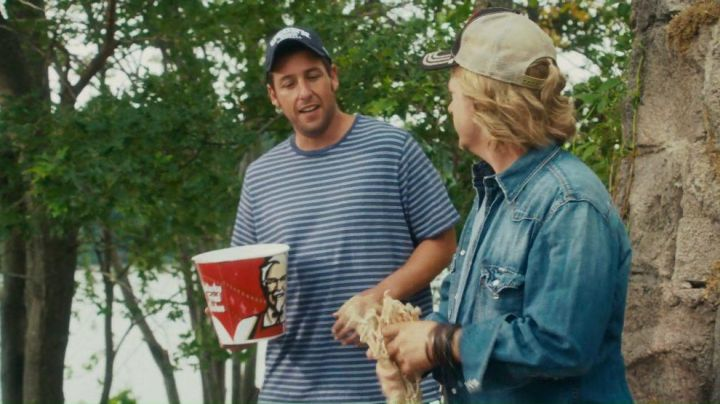 The bucket of chicken Adam Sandler in Friends forever - Movie Outfits and Products
