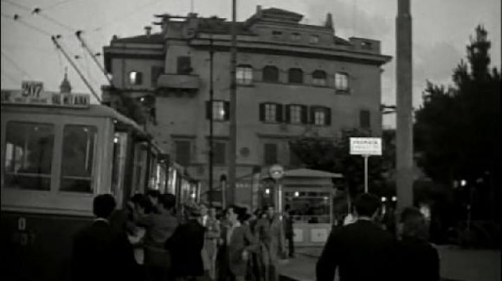 The bus stop Sempione at Corso Sempione and Via Gargano to Rome in The thief to the bicycle - Movie Outfits and Products