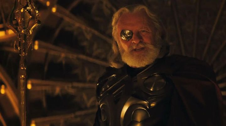 The cache-to-eye golden of Odin (Anthony Hopkins) in Thor - Movie Outfits and Products
