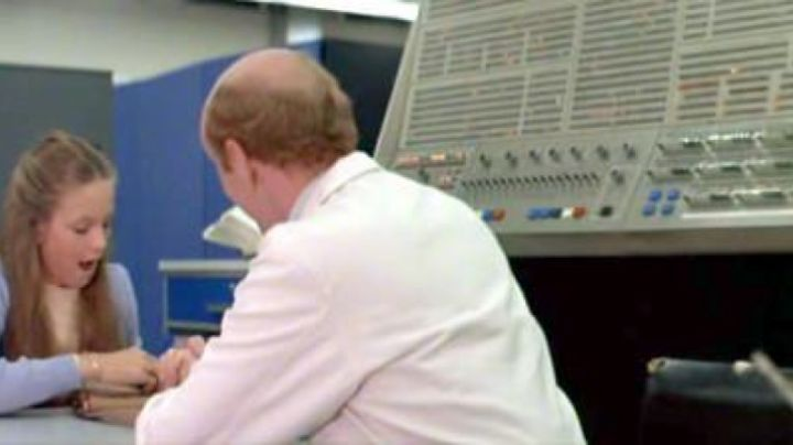 The calculator IBM System/360 of the father of Lauren in I Love You, I love you - Movie Outfits and Products