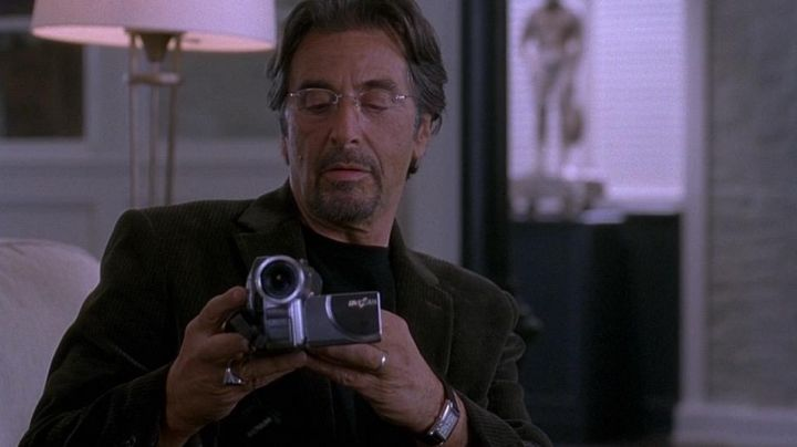 The camcorder Hitachi of Walter Abrams (Al Pacino) in Two for the Money movie