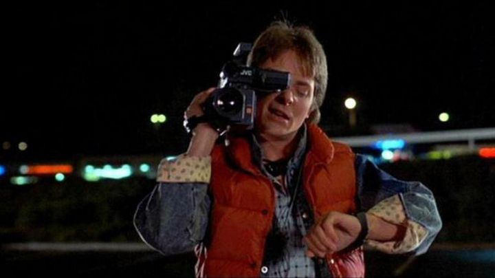 The camcorder JVC GR-C1U Marty McFly (Michael J. Fox) in Back to the future - Movie Outfits and Products