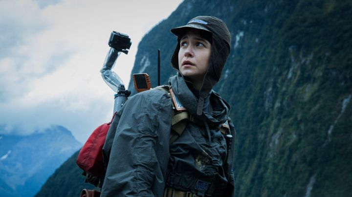 The camera Go Pro Daniels (Katherine Waterston) in Alien: Covenant - Movie Outfits and Products