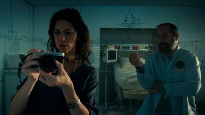 The camera Leica seen in Independence Day : Resurgence - Movie Outfits and Products