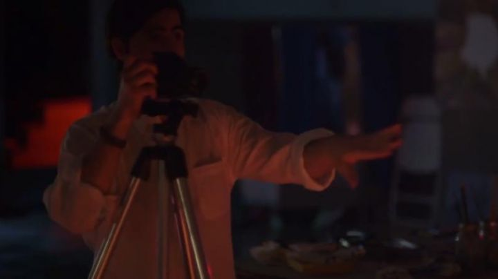 "The camera black Kurt (Jason Schwartzman) in ""white Night "" between friends"" - Movie Outfits and Products"