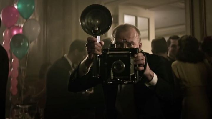 The camera vintage Graflex Yaroslav Poverlo in The Age of Adaline - Movie Outfits and Products