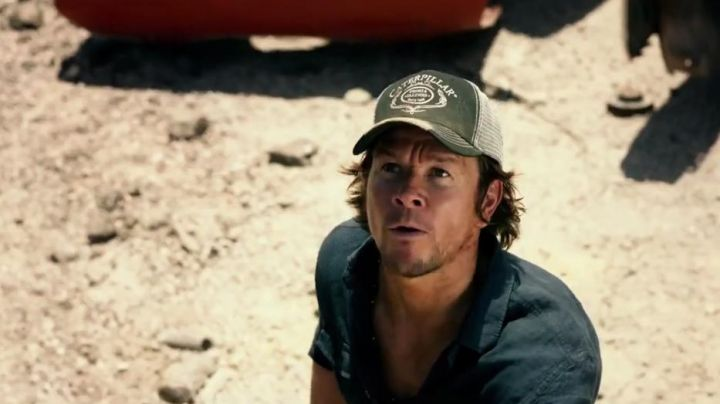 The cap Caterpillar Cade Yeager (Mark Wahlberg) in Transformers : The Last Knight
