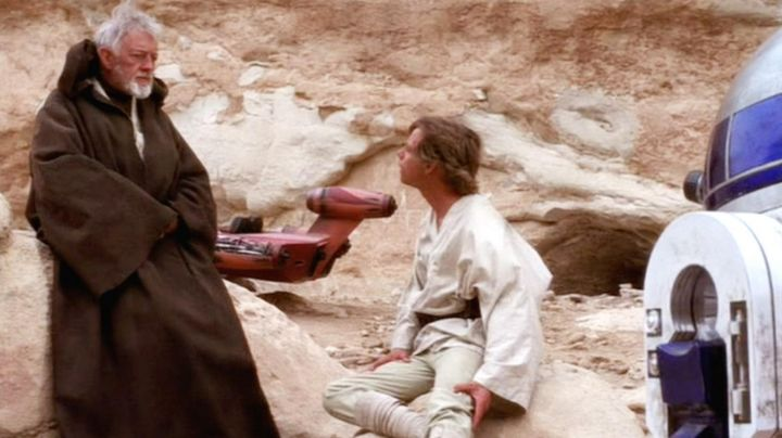 The cape jedi Obi-Wan Kenobi (Alec Guinness) in Star Wars IV : A new hope - Movie Outfits and Products