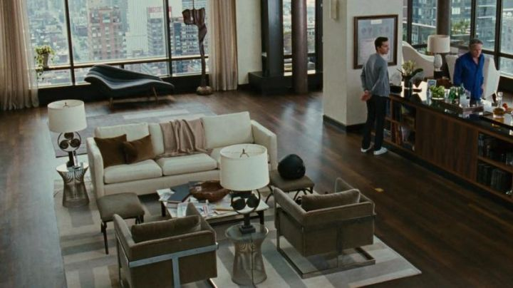 The carpet in Gordon Gekko (Michael Douglas) in Wall Street : money never sleeps - Movie Outfits and Products
