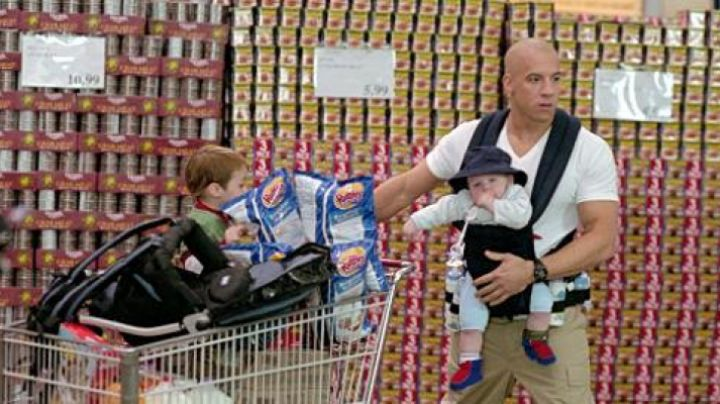 The carrier of Shane Wolfe (Vin Diesel) in Baby-sittor - Movie Outfits and Products