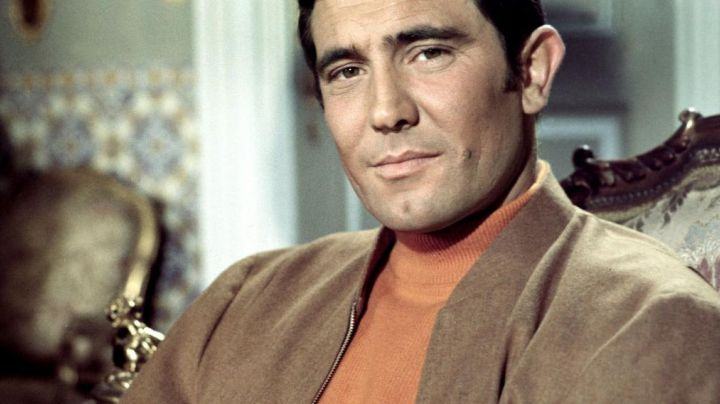 The cashmere sweater of James Bond (George Lazenby) in On her majesty's secret service movie