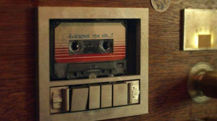 """The cassette tape """"Awesome Mix Vol.1"""" in The Guardians of the Galaxy - Movie Outfits and Products"""