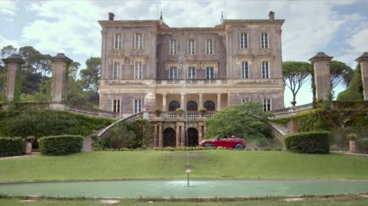 The castle of Astros in Vidauban in D-Day - Movie Outfits and Products