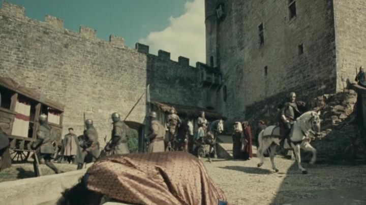 The castle of Beynac in The Visitors 2 : The corridors of time - Movie Outfits and Products
