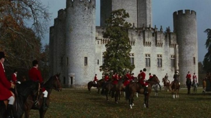 The castle of Roquetaillade in Mazières in Fantomas against Scotland Yard - Movie Outfits and Products