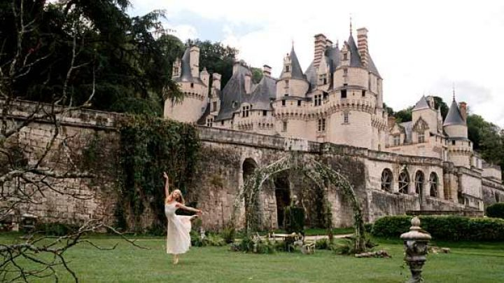 The castle of Ussé in the film Aurore (Margaux Chatelier) - Movie Outfits and Products
