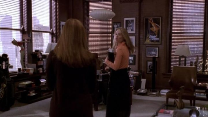 The ceiling seen in What women want - Movie Outfits and Products