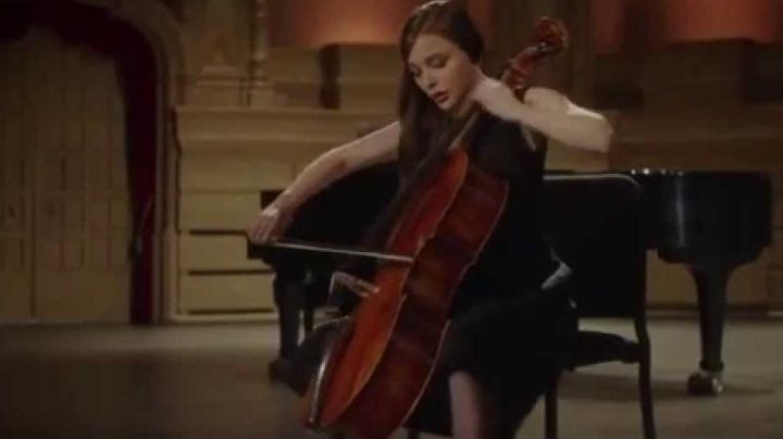 The cello of Mia Hall (Chloë Grace Moretz) in the movie If I stay - Movie Outfits and Products