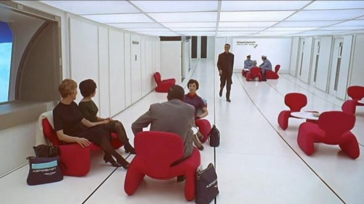 The chair Djinn red in the Hilton hotel in 2001, a Space Odyssey - Movie Outfits and Products