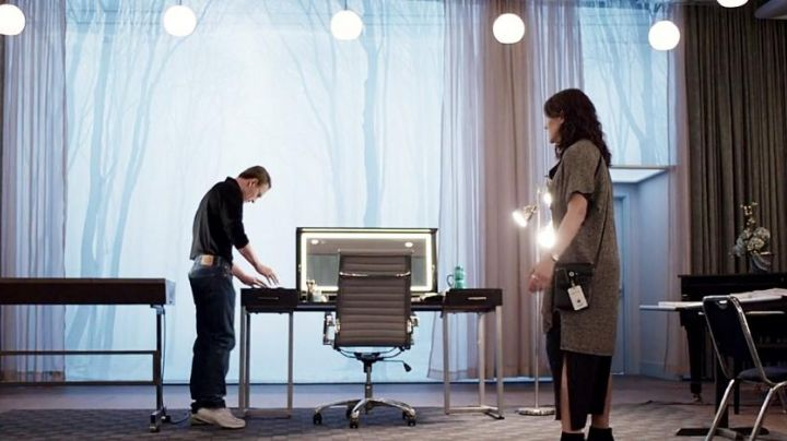 The chair Steve Jobs (Michael Fassbender) in Steve Jobs - Movie Outfits and Products