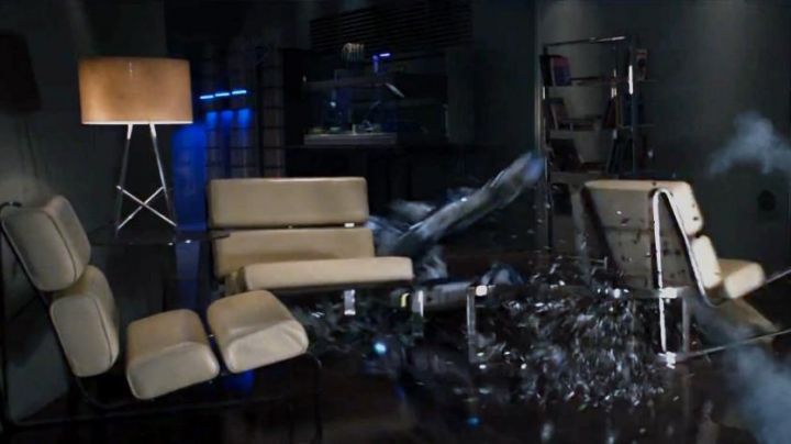 The chair Wade had seen in the apartment of Tony Stark in Avengers age of Ultron - Movie Outfits and Products