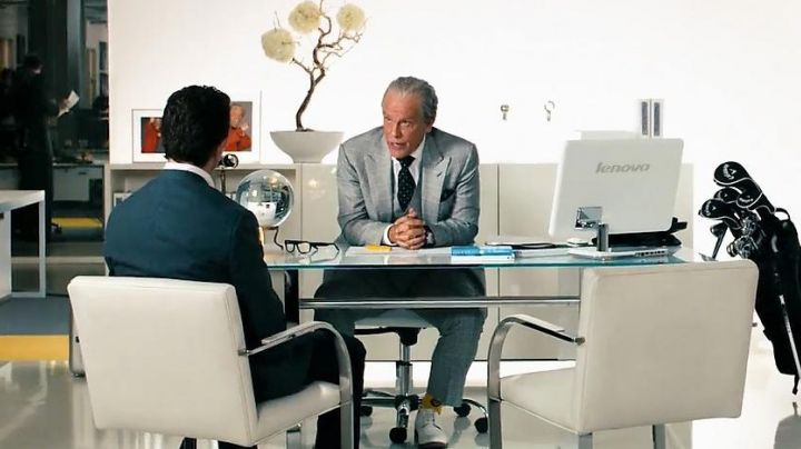 The chair in the office of Bruce (John Malkovitch) in Transformers 3 - Movie Outfits and Products