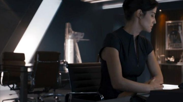 The chair of Maria Hill (Cobbie Smulders) in Avengers age of Ultron - Movie Outfits and Products