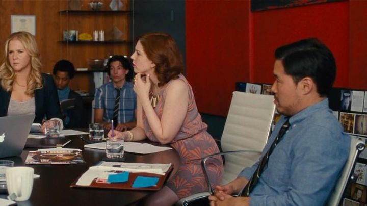 The chair of meeting Nikki (Vanessa Bayer) in Crazy Amy - Movie Outfits and Products