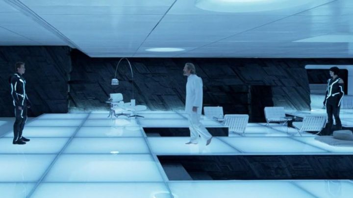 The chaise lounge white view in Tron Legacy - Movie Outfits and Products