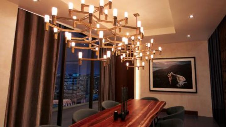 The chandelier candlestick Nemo in the living room of Christian Grey (Jamie Dornan) in Fifty shades darker Movie