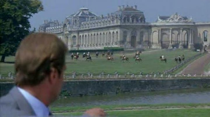 The chateau and the stables of Zorin (Christopher Walken) in James Bond a view to a kill - Movie Outfits and Products