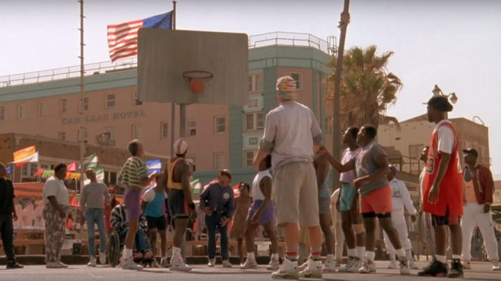 Fashion Trends 2021: The chaussures Nike Air Jordan 6 Infrared black Junior (Kadeem Hardison) in The whites do not know how to jump