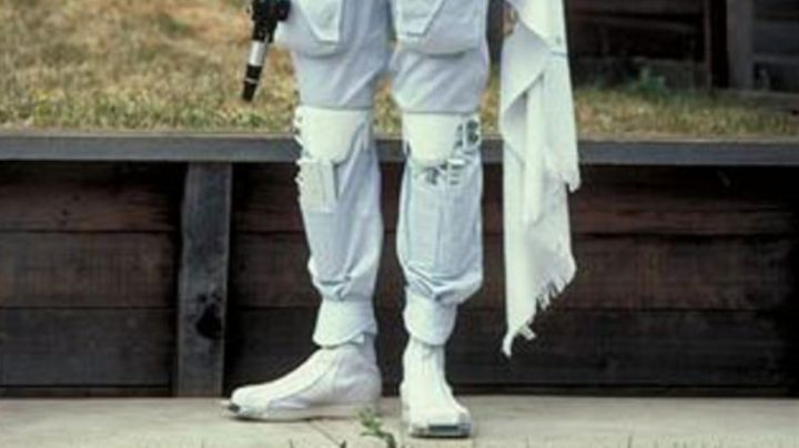 Fashion Trends 2021: The chevillères white cloth of Boba Fett for the filming of Star Wars