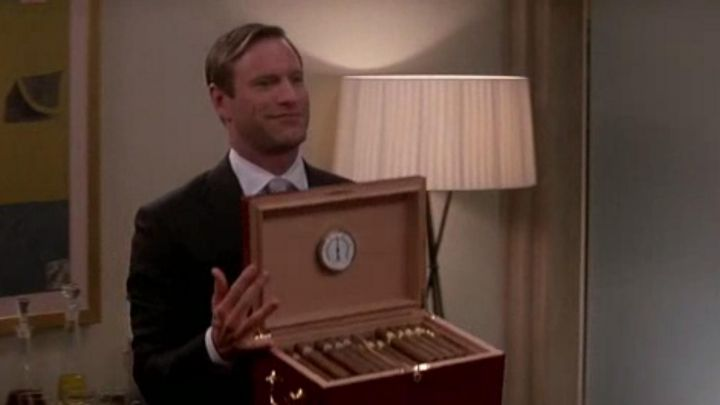 Fashion Trends 2021: The cigar cellar presented by James Rethrick (Aaron Eckhart) in Paycheck