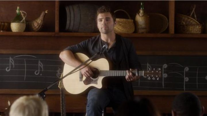 The classical guitar in Think Like A Man - Movie Outfits and Products
