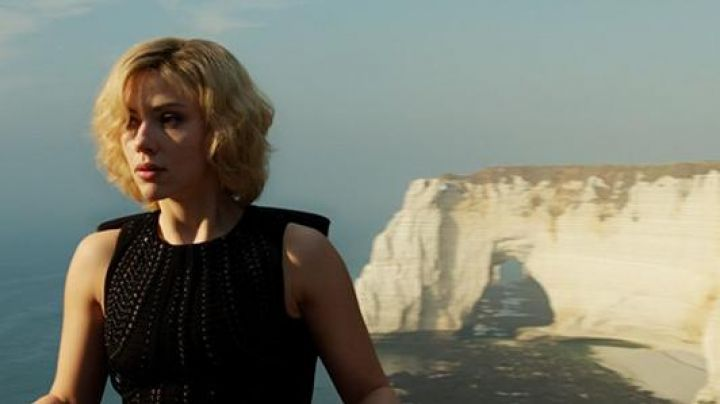Fashion Trends 2021: The cliff downstream of Etretat in Haute-Normandie in Lucy