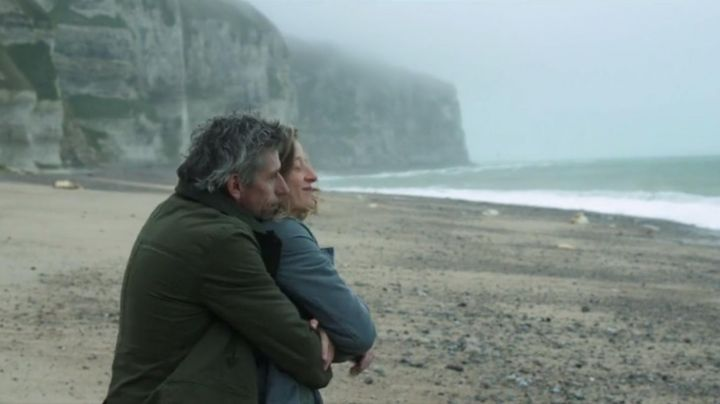 The cliffs of Etretat in Weekends with Jacques Gamblin - Movie Outfits and Products