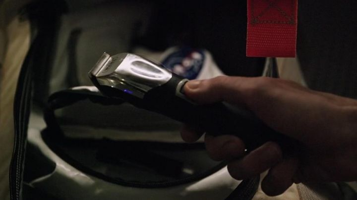 The clipper hair cordless Wahl of Mark Watney (Matt Damon) in a Single on March movie
